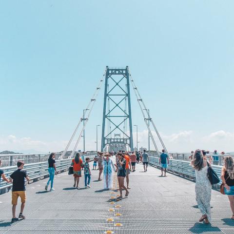 Imagem representativa: Dicas de turismo para Florianópolis - Ponte Hercílio Luz | Conhecer Agora