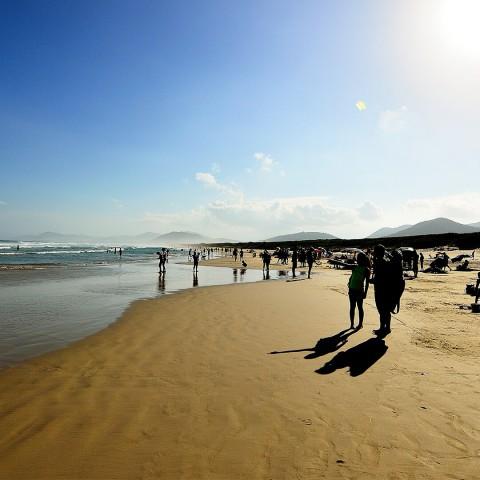 Imagem representativa: Nas areias de Floripa - Praia da Joaquina | Conheça Agora